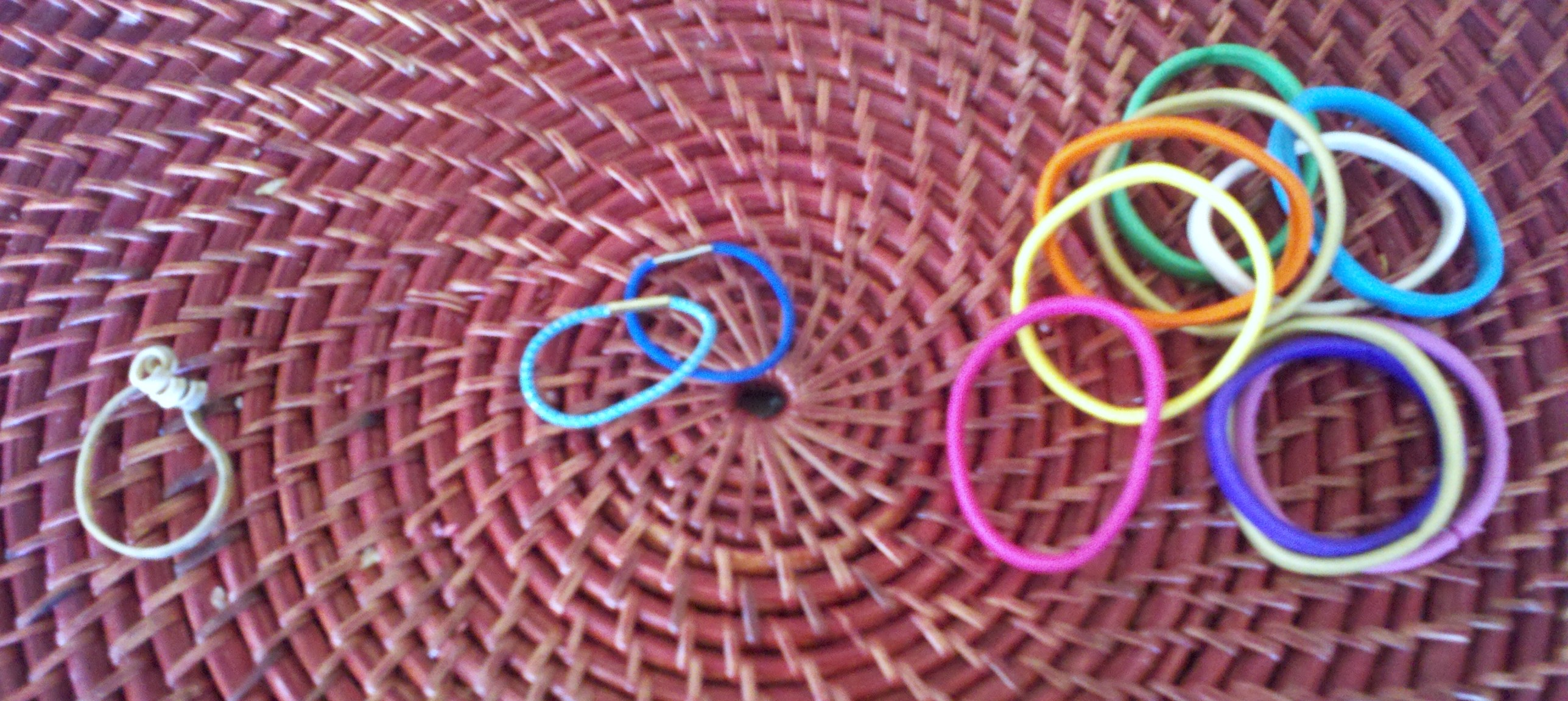 rubber band can