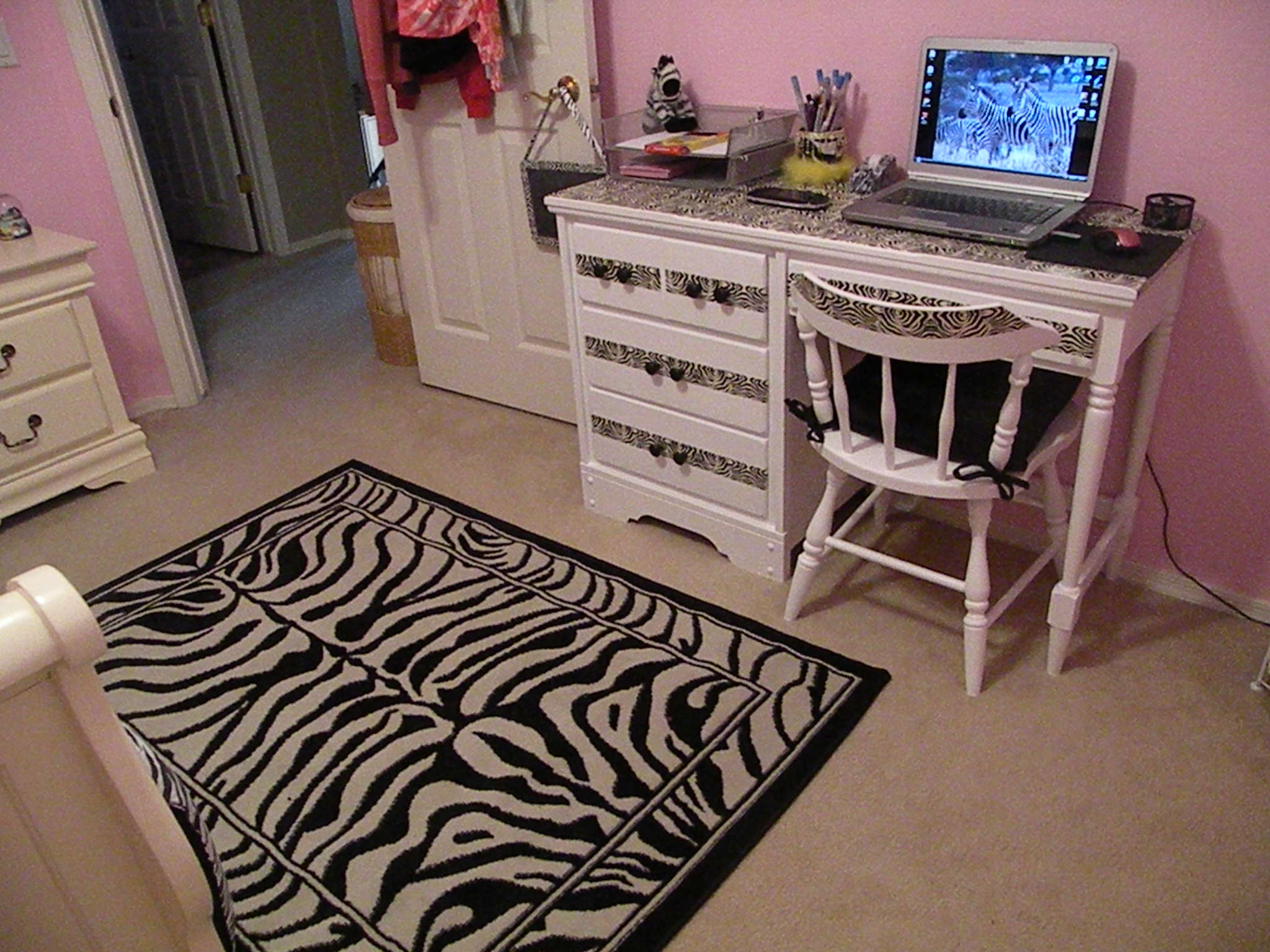 bridgets design   dime zebra bedroom decor